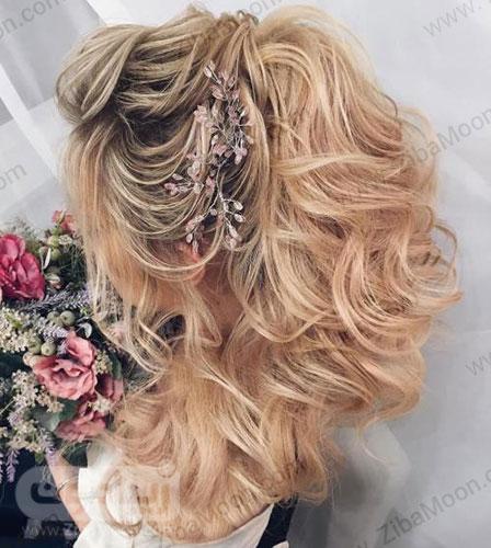 مدل مو باز بلوند عروس با اکسسوری کریستال صورتی
