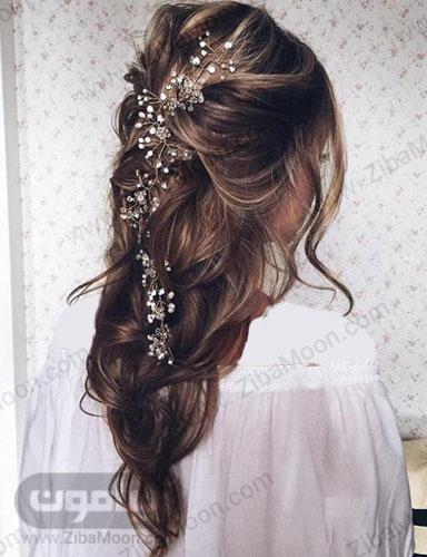 مدل مو باز هایلایت عروس با اکسسوری گلدار آبشاری