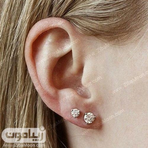 دو گوشواره پیرسینگ ساده روی گوش