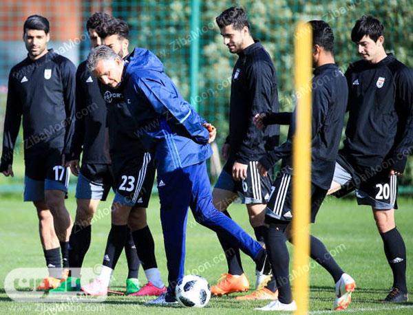 کیروش در حال تمرین با بازیکنان