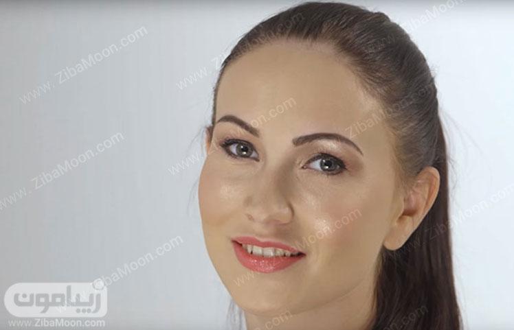 صورت زیبا با آرایش ساده