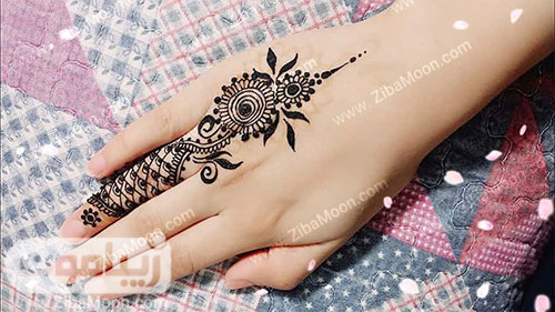 طرح حنا زیبا روی یک انگشت و پشت دست