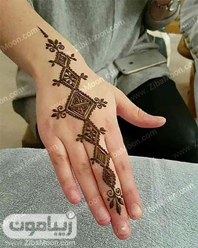 طرح حنا ساده و زیبا روی دست