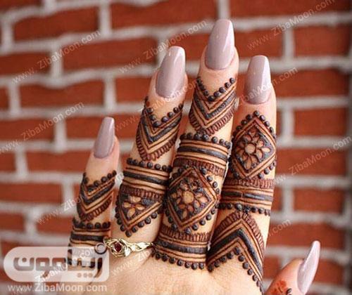 طرح حنا هندسی و ساده روی انگشتها