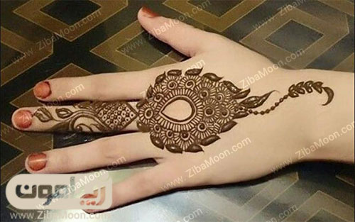 طرح حنا هندی پیچیده و زیبا روی دست