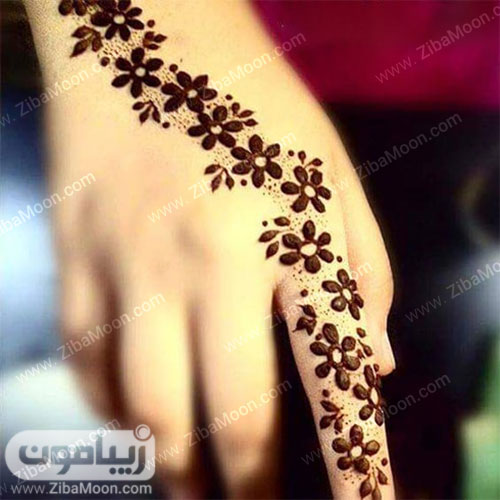 طرح حنا گل گلی و دنباله دار روی دست