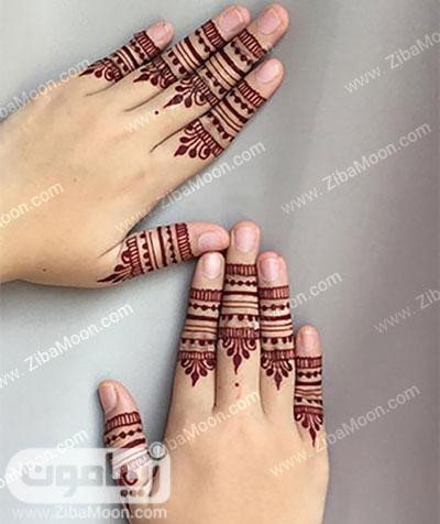 نقش حنا قرمز روی انگشتهای دست