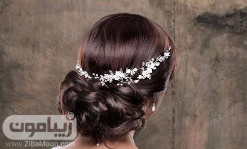 شینیون عروس با موهای مشکی و اکسسوری درخشان