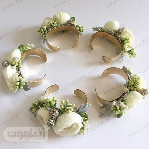 مچ بند گل عروس با گل رز مینیاتوری سفید و گل های گوشتی سبز