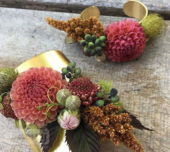 مچ بند گل عروس با گل های پاییزی
