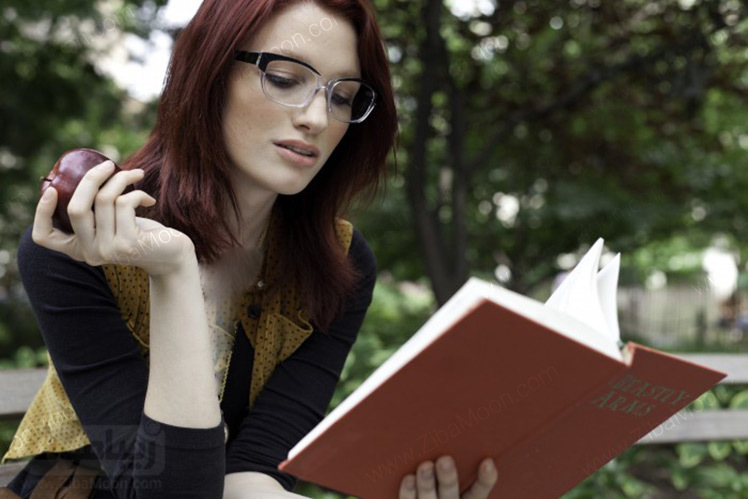 عینک طبی زنانه با فریم دورنگ