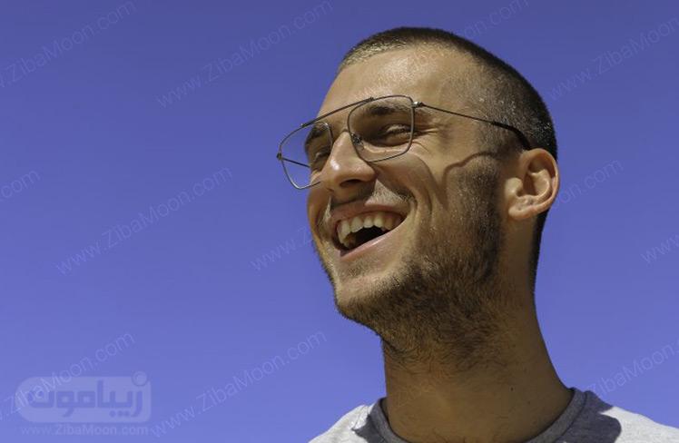 عینک طبی مردانه با فریم فلزی مستطیلی