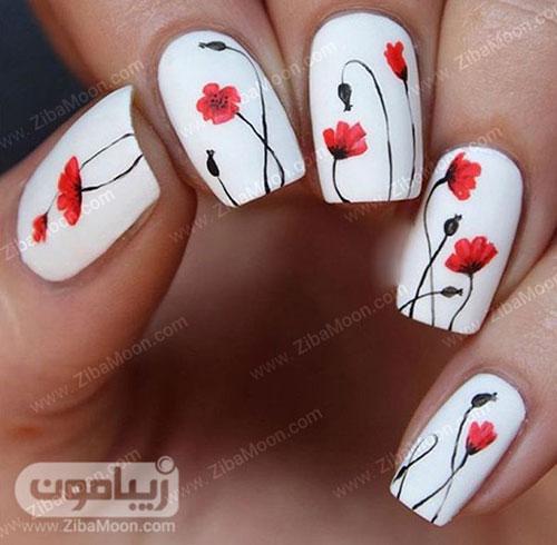 لاک ناخن سفید و طرح گل قرمز