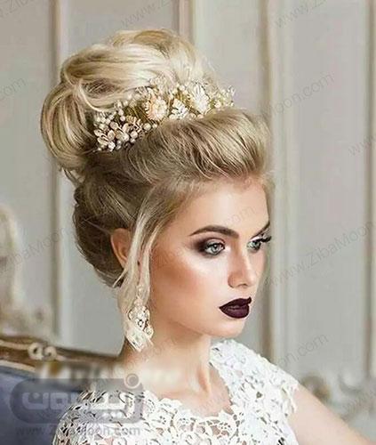 مدل شینیون آپدو موی بلوند با ریشه تیره تر و تاج عروس 14