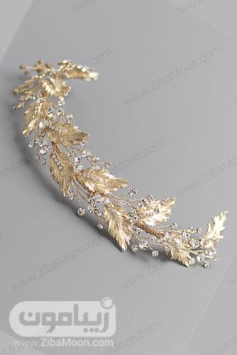 تل طلایی عروس با برگ های طلایی روشن و گل های کریستالی 19
