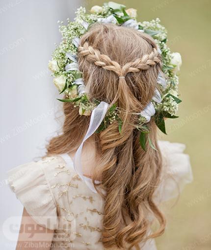 مدل مو بافته شده در پشت سر به همراه تاج گل طبیعی