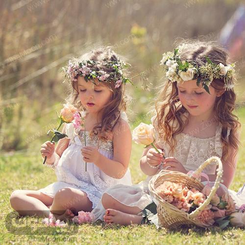 مدل مو دختر بچه با تاج گل طبیعی برای عروسی
