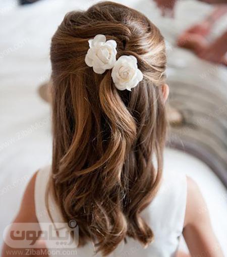مدل مو ساده بچگانه با گل رز سفید برای عروسی
