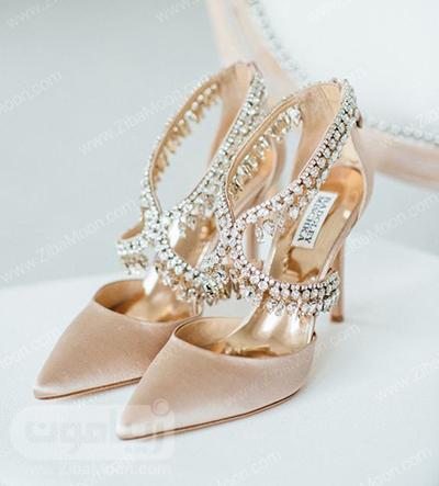 کفش عروس مخملی و تزیین شده با کریستالهای درخشان