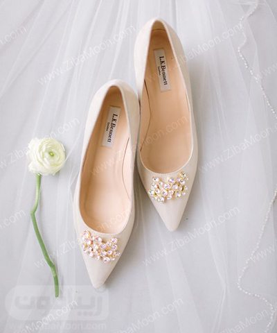 کفش عروس سفید و نوک تیز با تزیین مرواریدی