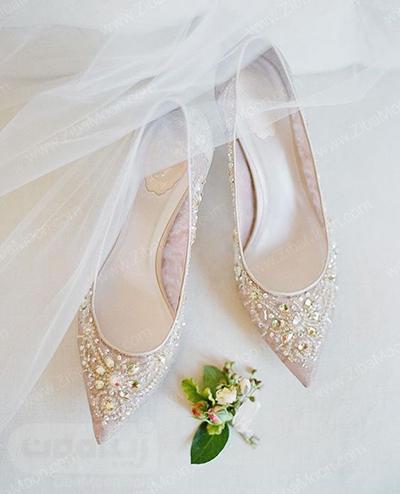 کفش عروس نوک تیز تزیین شده با نگین های درخشان