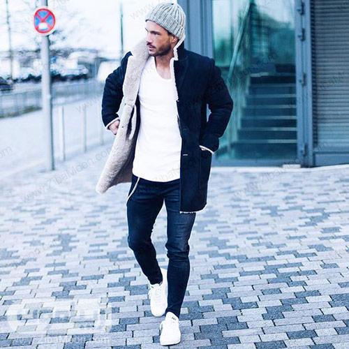 استایل مردانه زمستانی با تی شرت کفش سفید و شلوار و کاپشن مشکی