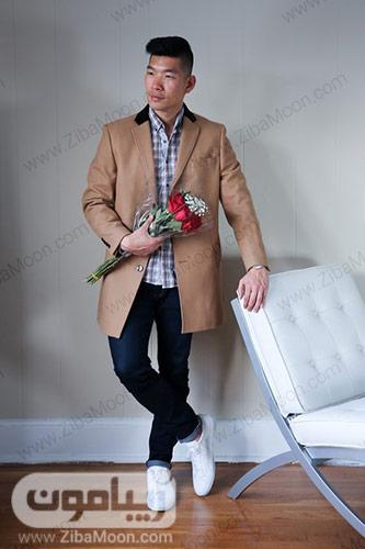 استایل پسرانه خاص با کت بلند کرمی و شلوار جین برای ولنتاین