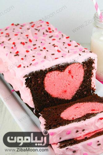 کیک قلبی توت فرنگی با روکش شکلات و ترافل