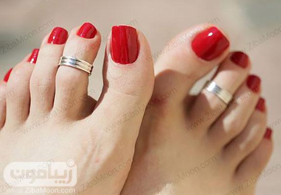 لاک قرمز روی ناخن پا