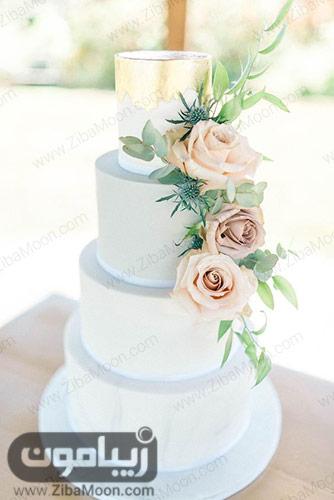 کیکی عروسی ساده آبی رنگ با تزیین گل رز و ورق طلا
