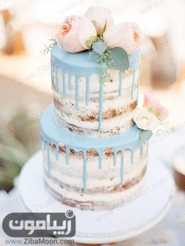 کیکی عروسی با تزیین خامه آبی پاستیلی و گلهای صورتی ملایم