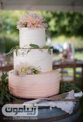 کیک عروسی با تزیین باتر کریم سفید و صورتی