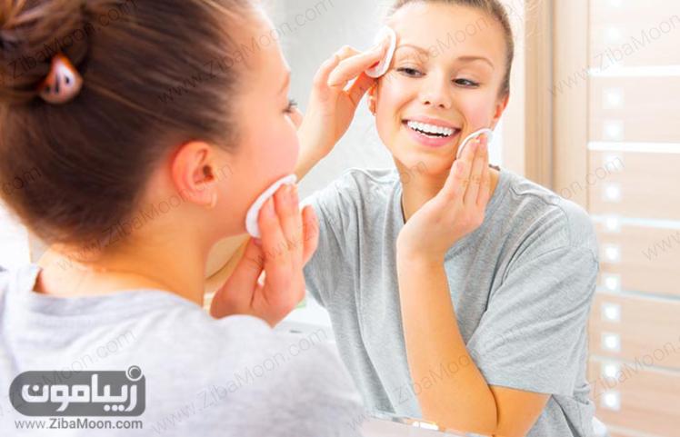 پاک کردن صورت با میسلار واتر