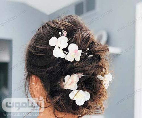 شینیون مو با دیزاین گل های سفید