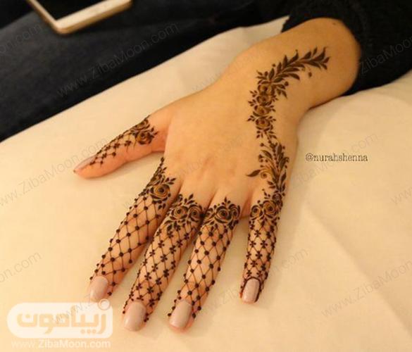 مدل طراحی با حنا روی دست بسیار ظریف و زیبا