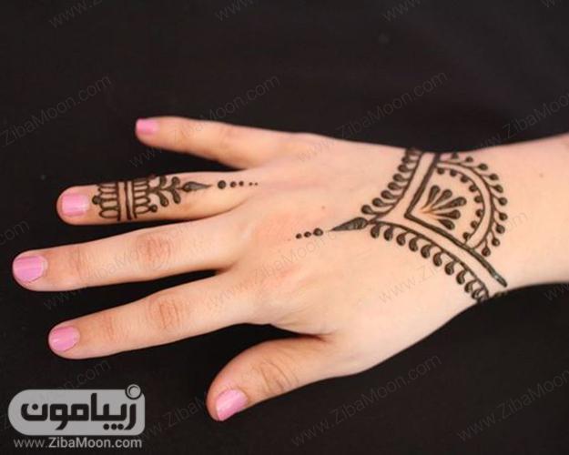 مدل نقش حنا شیک و ساده روی مچ دست