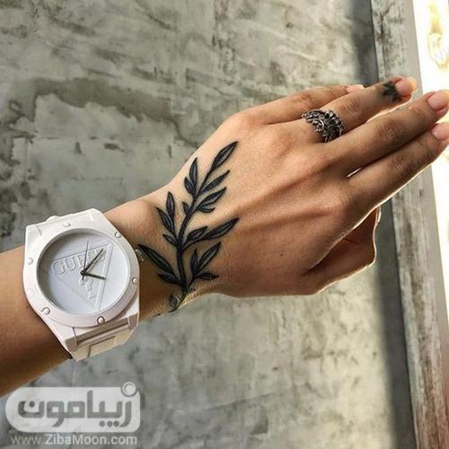 نقش حنا مدرن و زیبا روی مچ دست