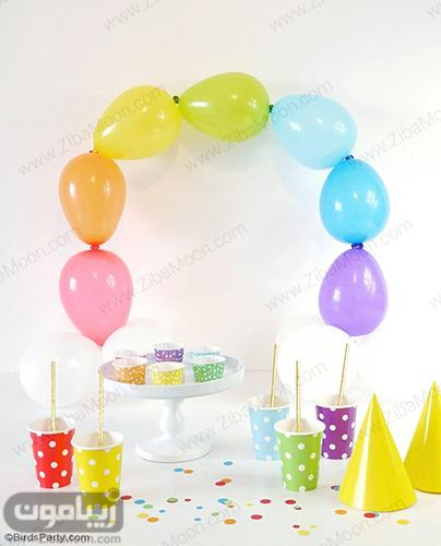 میز ارایی ساده برای تولد با تم رنگین کمانی