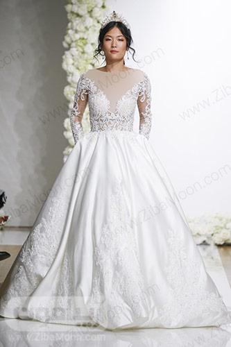 لباس عروس با بالاتنه گیپوری کار شده و دامن ای لاین
