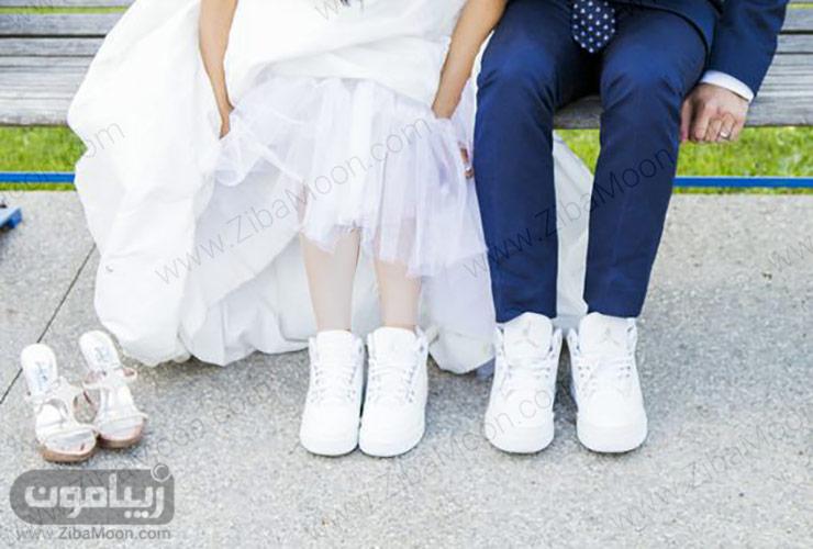 عروس و داماد با کتانی سفید