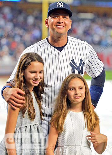 الکس رودریگز و دخترانش