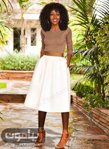 استنایل زنانه با دامن سفید و لباس کرمی
