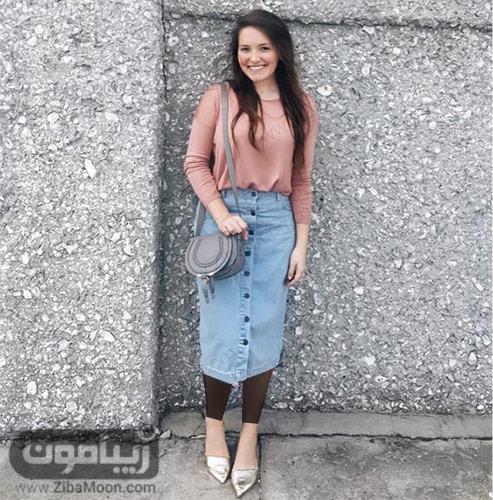 استایل زنانه شیک با دامن جین و لباس مرجانی ساده