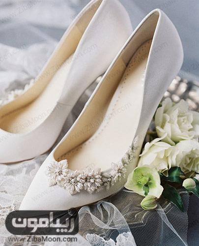 کفش سفید منجوق دوزی