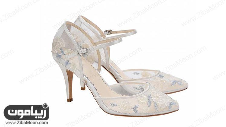 کفش سفید گلدوزی شده عروس