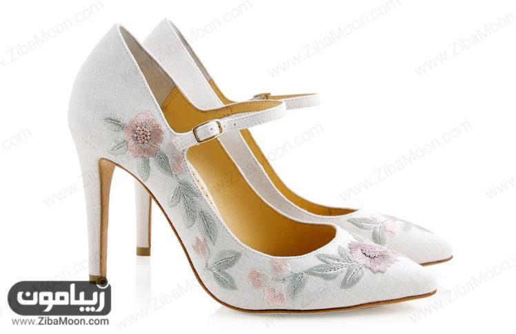 کفش عروس گلدوزی شده