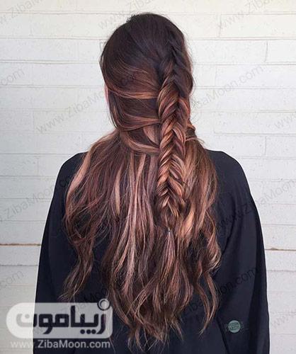 بافت مو تیغ ماهی روی موهای بلند و هایلایت دار