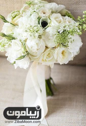 دسته گل رز و گل صد تومانی
