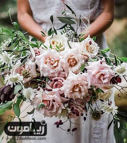 دسته گل عروس با رزهای بزرگ