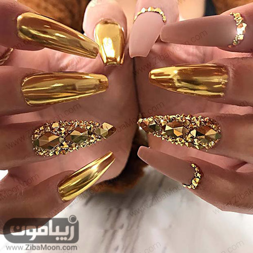 مدل دیزاین ناخن با لاک طلایی متالیک و لاک صورتی مات